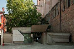 Ingresso della Facoltà di Architettura, Istituto Universitario di Architettura di Venezia (IUAV), Venezia, Veneto, Italia - Carlo Scarpa