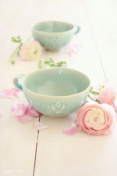 pastel cups and roses