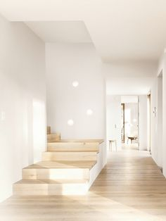 Minimalist Decorating Ideas For minimalist decor, here are some sample photos of a house located in Ambach Germany, looking for in. Interior Design Inspiration, Home Interior Design, Interior Architecture, Interior Decorating, Cool Ideas, Sweet Home Design, Haus Am See, Apartment Checklist, Interior Stairs