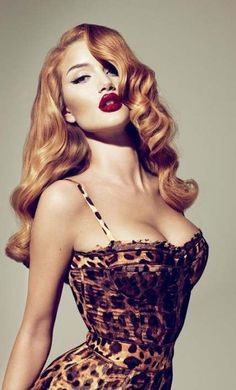 LOVE the hair and makeup in this one. Transformed into a vintage red-head pin-up girl the VS model Rosie Huntington-Whiteley became a cover girl for the Fall 2010 issue of the LOVE Magazine. The shot was made by the prominent Mert Alas Marcus Pigott. Cabelo Pin Up, Peinados Pin Up, Pin Up Vintage, Vintage Waves, Vintage Style, Retro Style, Vintage Curls, Glam Style, Vintage Glamour