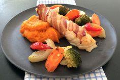 Baconsurra steinbit med søtpotetmos og grønnsaker