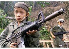 «Pequeños esclavos de una crueldad intolerable», el drama de los niños soldados - Radio Vaticano