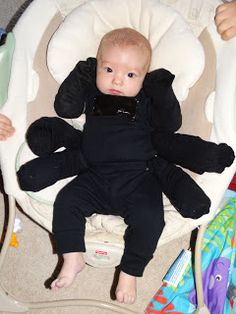 Easy No-sew Costume for an Infant, Spider