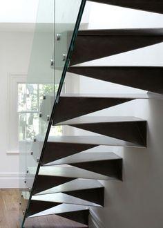 metall treppe design geometrische formen glas geländer