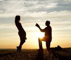 O momento tão esperado, e emocionantes e impactantes, o pedido de casamento. É a hora do homem colocar a imaginação em prática e surpreender sua amada, veja alguns tipos de pedidos inusitados, emocionantes e criativos: