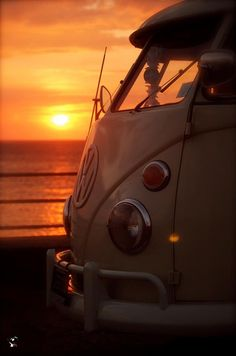 Epic sunset photo with epic volkswagen Volkswagen Bus, Volkswagen Transporter, Vw T1 Camper, Vw Caravan, T1 Bus, Campers, Volkswagen Beetles, Wolkswagen Van, Van Vw