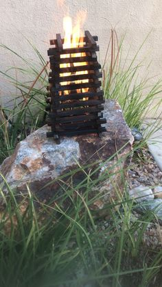 Can be made any size with recycled half to one inch square bar fire pits videos Signal pyre Recycled Garden Art, Recycled Metal Art, Metal Garden Art, Scrap Metal Art, Glass Fire Pit, Metal Art Projects, Diy Projects For Beginners, Fire Art, Fire Table