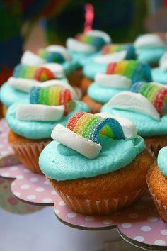 Je continue dans la série de l'arc en ciel pour gourmands, après le layer cake (gâteau à étages) arc-en-ciel