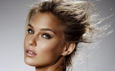 Макияж для серых глаз http://sovjen.ru/makiyazh-dlya-serykh-glaz  Серые глаза являются «хамелеонами», так как они способны сочетать в себе несколько цветов. Чаще всего встречаются серо-зелёные или серо-голубые глаза. Чего следует избегать в макияже сероглазым девушкам? Визажисты не рекомендуют наносить чрезмерно яркие и вычурные тени, в этом случае глаза становятся тусклыми, создаётся эффект обесцвечивания. Используйте с большой осторожностью коричневые тени и тёмные подводки, при ...
