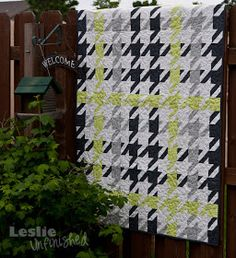 """Leslie Unfinished: Plaid Houndstooth Quilt Have to do this in red & gray for Cami my Bama girl! As she would say if she saw this """"Roll Tide! Quilting Projects, Quilting Designs, Sewing Projects, Quilting Ideas, Black And White Quilts, Grey Quilt, Plaid Quilt, Boy Quilts, Quilt Blocks"""