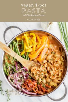 One Pot Pasta / This healthy vegan pasta comes together quickly in 1 pot. Pasta and veggies are simmered in a creamy tomato sauce made non-dairy.   SUNKISSEDKITCHEN.COM   #glutenfree #vegan #grainfree #pasta #onepot #quickdinner #healthydinner #healthypasta #vegetables #vegetarian