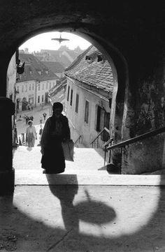 Inge Morath, Sibiu (Hermanstadt), Romania, 1958 Things that Quicken the Heart: Black & White - Shadows Inge Morath, Art Corner, Female Photographers, Magnum Photos, Light And Shadow, Photojournalism, Belle Photo, Black And White Photography, Old Photos