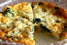 Want to wow your family at brunch? Make this Spinach, Herb and Garlic Crustless Quiche Recipe and bring it with you! Cheese Quiche, Spinach And Cheese, Vegetable Quiche, Vegetable Dishes, Easy Healthy Recipes, Healthy Cooking, Healthy Meals, Quiche Recipes, Appetizer Recipes