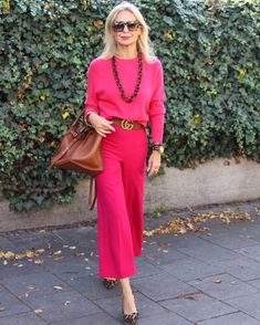 Best Outfits For Women Over 50 - Fashion Trends Over 50 Womens Fashion, Fashion Over 50, Ladies Fashion, Fashion Poses, Fashion Tips, Fashion Trends, Mode Outfits, Casual Outfits, Spring Summer Fashion
