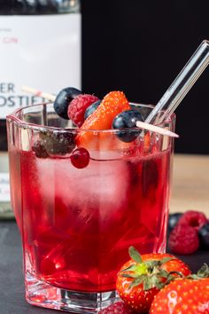 """Perfect for summer: sparkling """"Berlin Berry"""" with gin – Cocktail Crispy Chocolate Chip Cookies, Chocolate Cookie Dough, Mint Chocolate Chips, Homemade Ice Cream Sandwiches, Ice Cream Cookie Sandwich, Cocktail Recipes Ginger Beer, Whiskey And Ginger Ale, Olive Oil Ice Cream, Cocktail Drinks"""