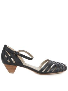 Perfect summer sandals, the heel length is great.