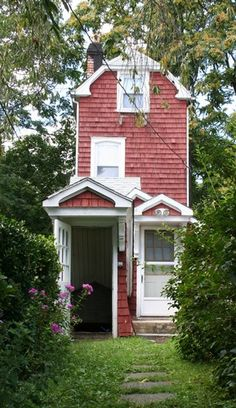 The Skinny House ~ red tiny home, taken in Mamaroneck, NY, USA. No more info. Pic only.