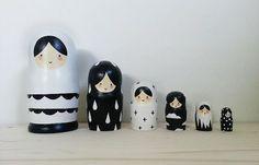 Ces poupées russes en bois de nidification sont le complément parfait à la décoration de votre maison et sont encore suffisamment solide pour