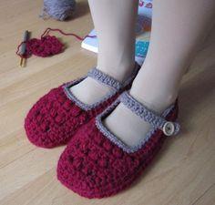 钩针编织的室内小鞋