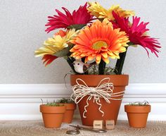 Pen Flower Pot - Having trouble with people walking off with your pens? Make these! Want to make a couple of these for the nurses station at work.