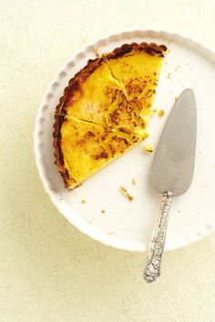 Suurlemoentert   SARIE   Lemon tart South African Desserts, South African Recipes, Lemon Recipes, Sweet Recipes, Good Food, Yummy Food, Mouth Watering Food, Recipes From Heaven, Something Sweet