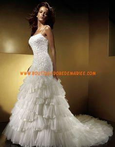 Robe de mariée à volants avec longue traîne broderie