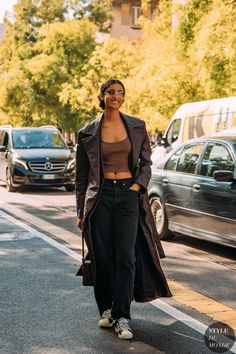 Le Fashion: 21 Pairs of Baggy Black Jeans To Buy Now — Style Du Monde Jeans are essential for the colder months; they can be layered, and worn in a variety of different ways. This season, we're looking to loose black denim. High-rise, mom style, dad style, bootcut, and cropped; these are the black jeans to buy and love forever.