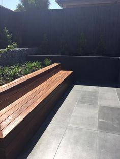 50 super Ideas for timber bench seating outdoor furniture Deck Seating, Wall Seating, Outdoor Seating Areas, Garden Seating, Seating Plans, Timber Bench Seat, Diy Bench Seat, Storage Bench Seating, Modern Garden Design