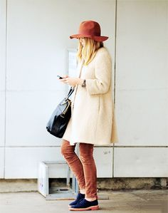 hat / orange / blue shoes / black leather bag / trench / rainy days / autumn / fall /outfits / fashion