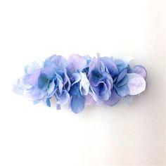 アジサイの花びらを敷き詰めたバレッタ。 いつものまとめ髪がフェアリーチックに☆幅:約10cm バレッタ金具:8cm素材:アートフラワー、バレッタ金具購入の際の...|ハンドメイド、手作り、手仕事品の通販・販売・購入ならCreema。
