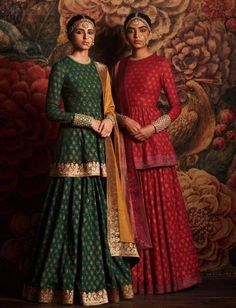 Indian fashion has changed with each passing era. The Indian fashion industry is rising by leaps and bounds, and every month one witnesses some new trend o Indian Fashion Dresses, Dress Indian Style, India Fashion, Asian Fashion, Fashion Men, London Fashion, Fashion Clothes, Style Fashion, High Fashion