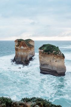 r2d2:  Great Ocean Roadby Michael Scott Photographer