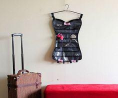 """Сегодня День Рождения стриптиза, с чем тебя @razverni и поздравляет! Ура товарищи, даешь эротическую музыку и вызывающие наряды! Органайзер для украшений """"Корсет"""" Little corset https://razverni.com/~q2cl7 #деньстриптиза"""