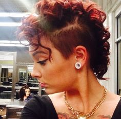 I want to learn how to curl my mohawk like this, its so cute and feminine ♡