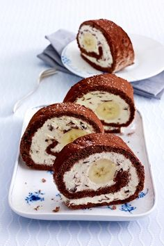 # Banana-Split meets cake classics and is reminiscent of the childhood moles cake. The post Banana split Biskuitrolle appeared first on Win Dessert. Banana Split, Sweet Recipes, Cake Recipes, Dessert Recipes, Food Cakes, Cookies Et Biscuits, No Bake Desserts, No Bake Cake, Sweet Treats