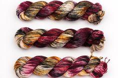 Versuchung Hand gefärbte Garn Socke gefleckt von KnitCosmicStrings
