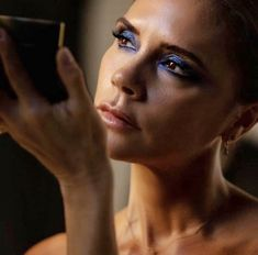 Victoria Beckham Makeup, Glam Magazine, Blue Makeup Looks, Celebrity Makeup Looks, Viva Glam, Beauty News, Smoky Eye, Makeup Trends, Makeup Ideas