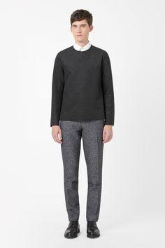 http://www.cosstores.com/de/Shop/Men/Tops/Round-neck_wool_top/10603263-22305160.1
