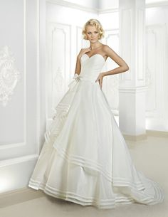 Simple A-line Sweetheart Bow(s) with Crystal&Pearl Detailing Sweep/Brush Train Organza Wedding Dresses