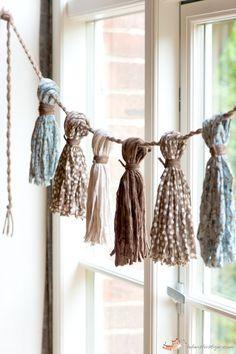 DIY Ideas and Inspirations Fabric yarn garland.just wrap several layers of fabric yarn around a piec Diy Tassel, Tassel Garland, Tassels, Fabric Garland, Fabric Yarn, Red Fabric, Hanging Fabric, Fabric Bunting, Yarn Crafts