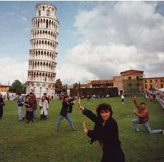 Martin Parr - Leaning Tower Of Pisa. Small World Martin Parr, Magnum Photos, World Photography, Photography Awards, Street Photography, Photography Projects, Urban Photography, Color Photography, White Photography