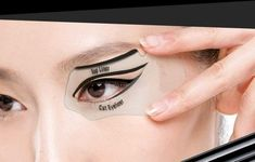 New Beauty Makeup Painting Eye Liner Card Cat Eyeliner Auxiliary Tool Gift from a Girls Life. Saved to Makeup. How To Do Eyeliner, Winged Eyeliner Tutorial, Simple Eyeliner, Perfect Eyeliner, Cat Eyeliner, Winged Liner, Apply Eyeliner, Bottom Eyeliner, Eyeliner Ideas