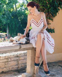 Vs Models, Agatha Christie, Pretty Pictures, Look Fashion, Celebrity Style, Wrap Dress, Elegant, Celebrities, Photo Ideas