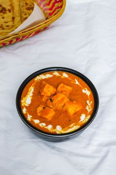 This restaurant style paneer makhani recipe couldn't get any easier! The quick makhani sauce or gravy is made in a pressure cooker. Paneer Gravy Recipe, Paneer Makhani, Makhani Recipes, How To Make Paneer, Tomato Gravy, Cooking Tomatoes, Indian Food Recipes, Ethnic Recipes, Vegetarian Cheese