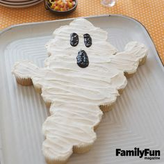 Ghostly Goodies: Transform a batch of cupcakes into a simple-to-serve specter.