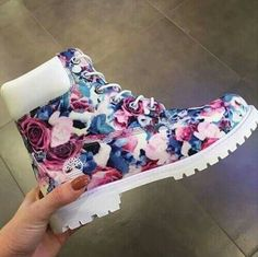 Floral Timberlands fashion spring style timberlands spring fashion fashion ideas fashion and style fashion for women spring fashion for women style ideas floral timberlands Tims Boots, Shoe Boots, Ankle Boots, Flat Boots, Tokyo Street Fashion, Yellow Boots, Shoes Sneakers, Shoes Heels, Fresh Shoes