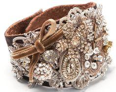 Leather cuff bracelet with vintage jewelry and lace. Jewelry Crafts, Jewelry Art, Textile Jewelry, Old Jewelry, Fabric Jewelry, Vintage Jewelry, Handmade Jewelry, Jewelry Design, Jewelery