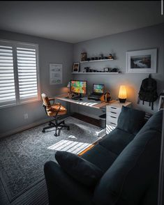 A Man's Home Office More and more men are choosing to work remotely, freelance or bring their jobs home a few days a week. So a man's home office should … Home Office Setup, Home Office Space, Home Office Desks, Men Office, Office Decor, Office Ideas, Loft Office, Small Office, Men's Home Offices