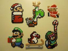 VENTE Ornements de Noël de Nintendo à la main par NestalgicBits, $40.00