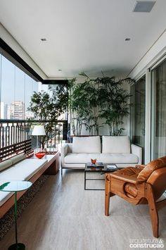 Para além do marketing da chamada área gourmet, os terraços hoje se valorizam com múltiplos usos nos apartamentos. Veja a seguir uma seleção de projetos que aproveitaram cada centímetro de forma criativa